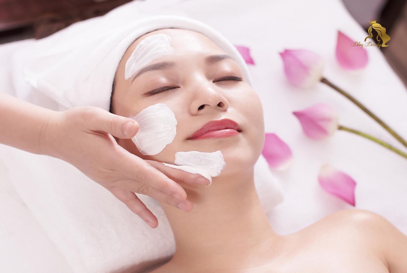 Massage da mặt sau sinh