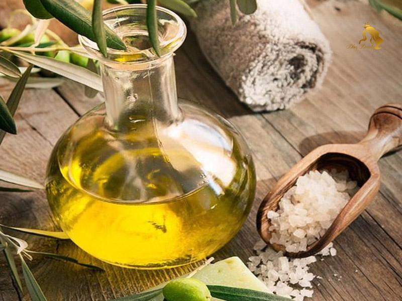 Muối tinh với dầu oliu giúp tẩy da hỏng