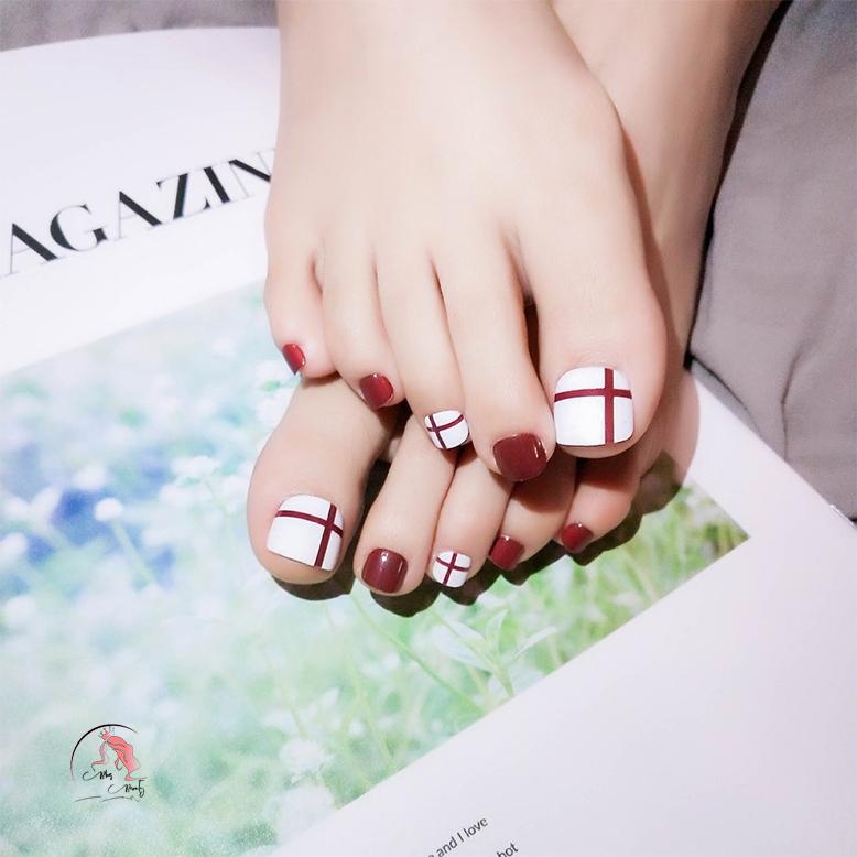 Màu sơn móng chân kẻ caro đẹp