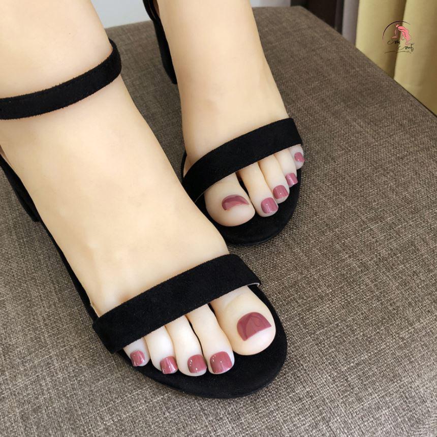 Sơn móng chân màu hồng đất