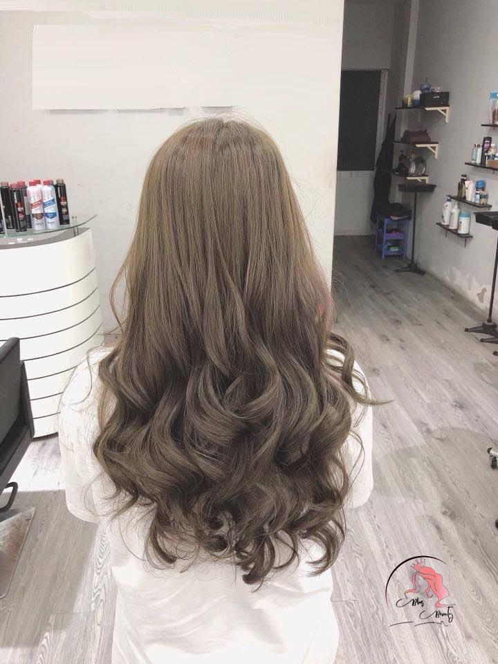 Tóc nữ dài ngang lưng uốn xoăn đuôi