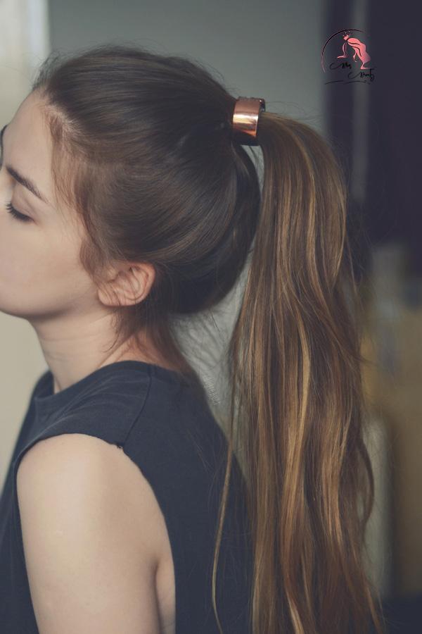 Tóc dài ngang lưng đuôi ngựa buộc cao