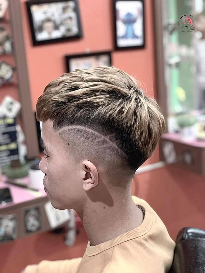 Kiểu tóc Mohican mái dài độc lạ