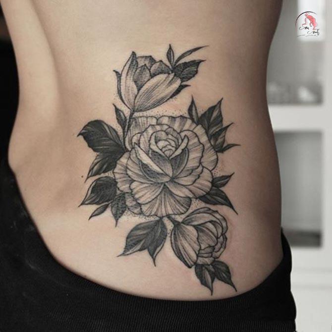 Hình xăm hoa hồng ở eo