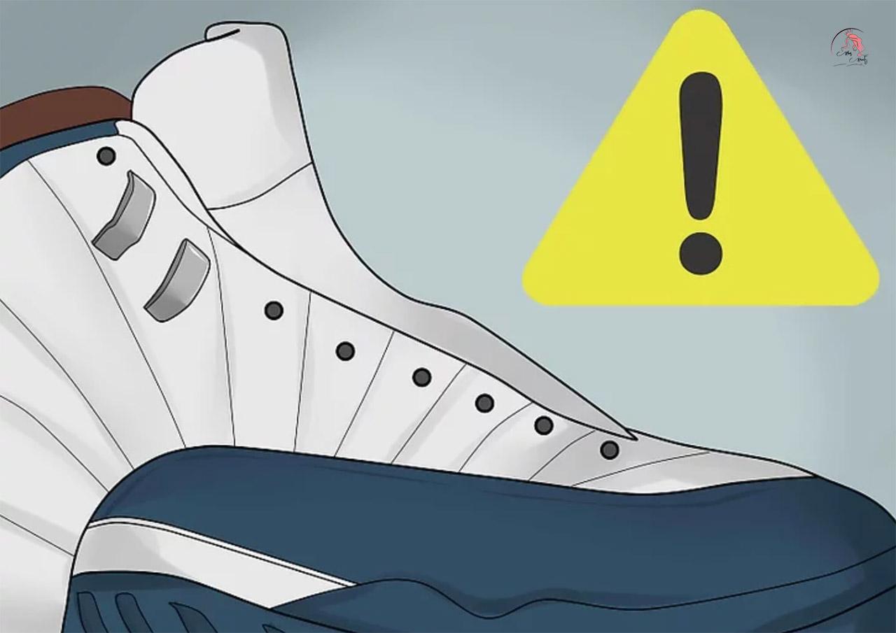 Kiểm tra chi tiết xung quanh giày nike